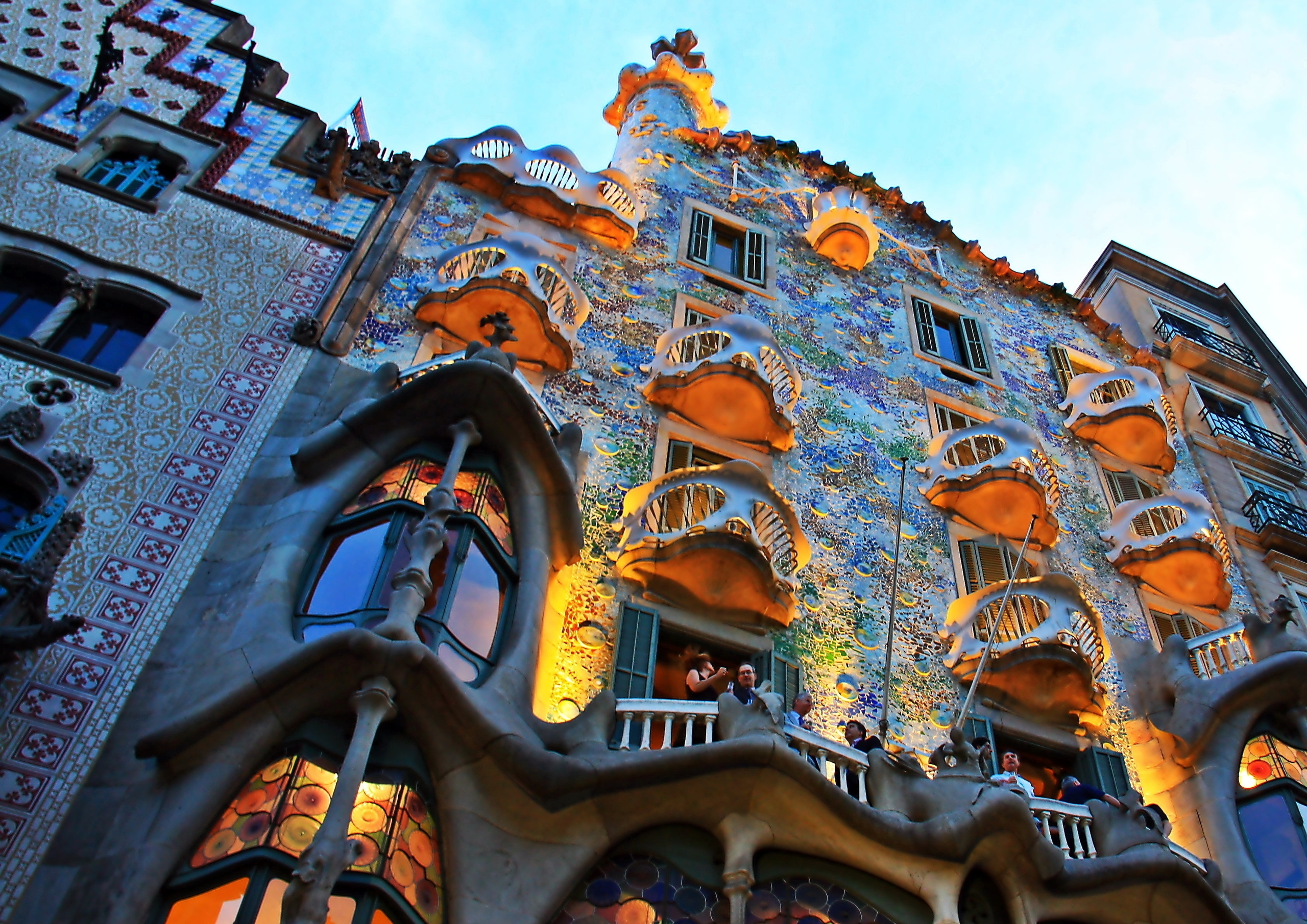 Gaudis_Barcelona_(8202432438).jpg