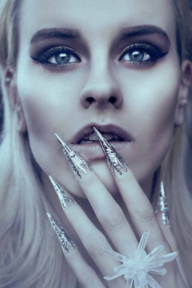 Anouk Oudt Photography (ig Anoukdyonnephotography) - self-portrait - mua acc rch by phg - Frozen Emotions.jpg