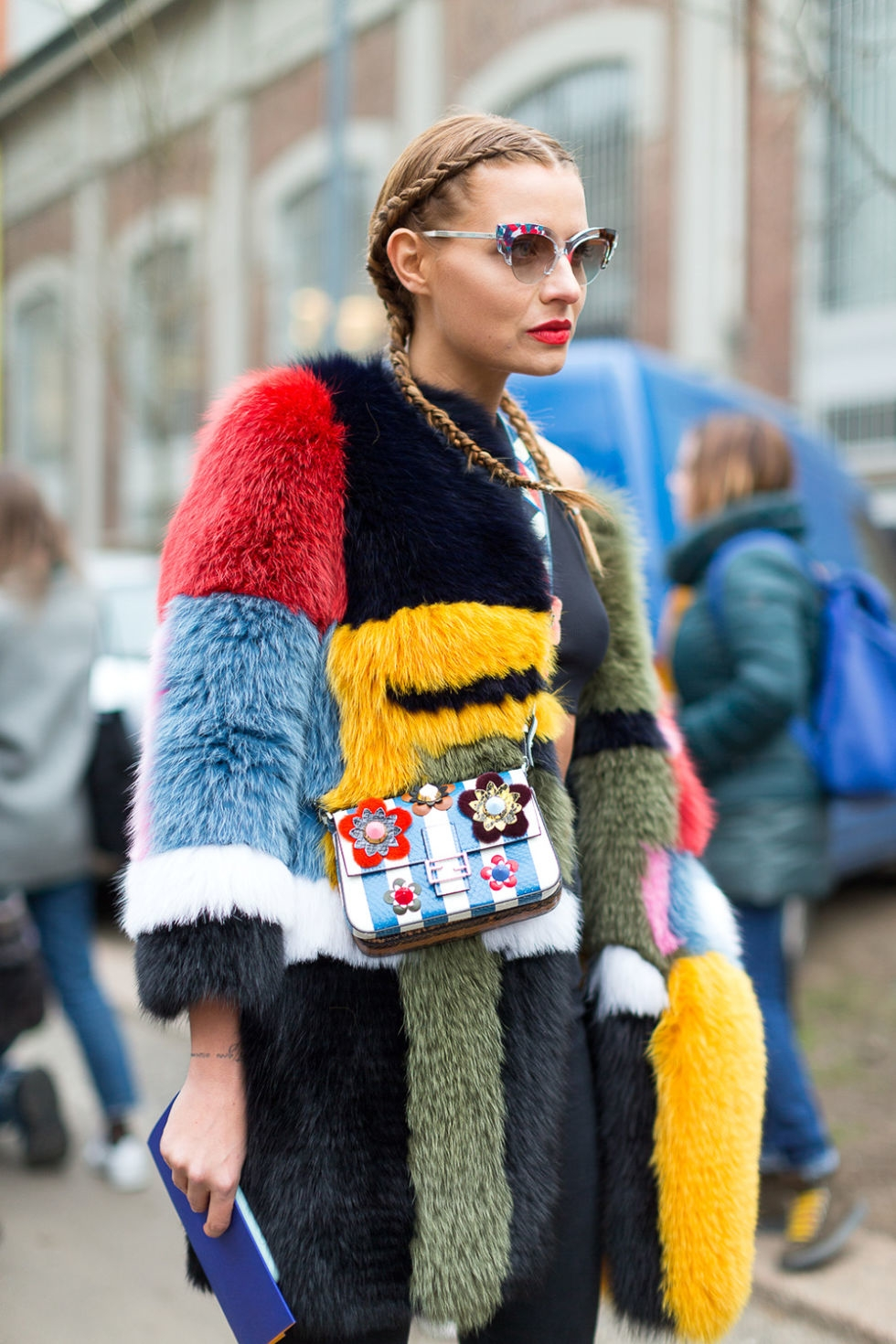 hbz-street-style-trends-fall-2016-bigger-better-furs-04.jpg