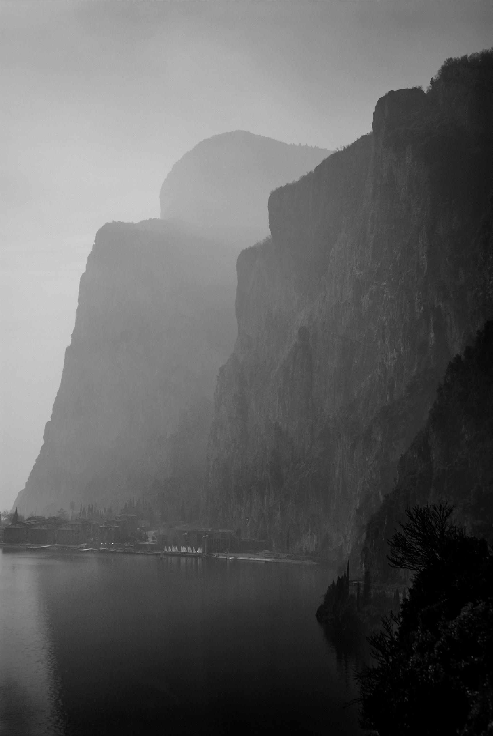 _DSC9637--sailing-boats-under-the-mountains-Ello-web.jpg