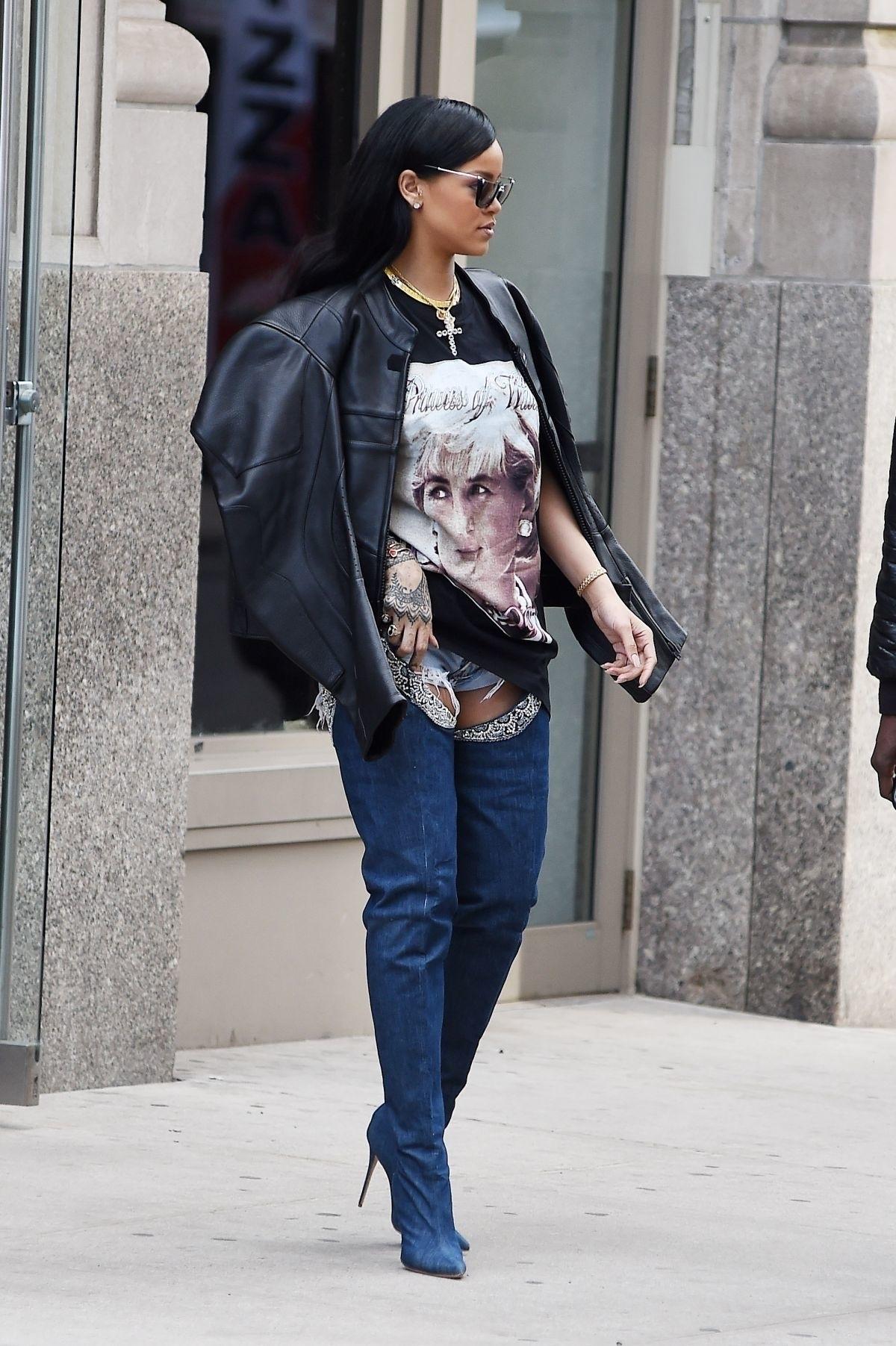 Rihanna - 3.jpg