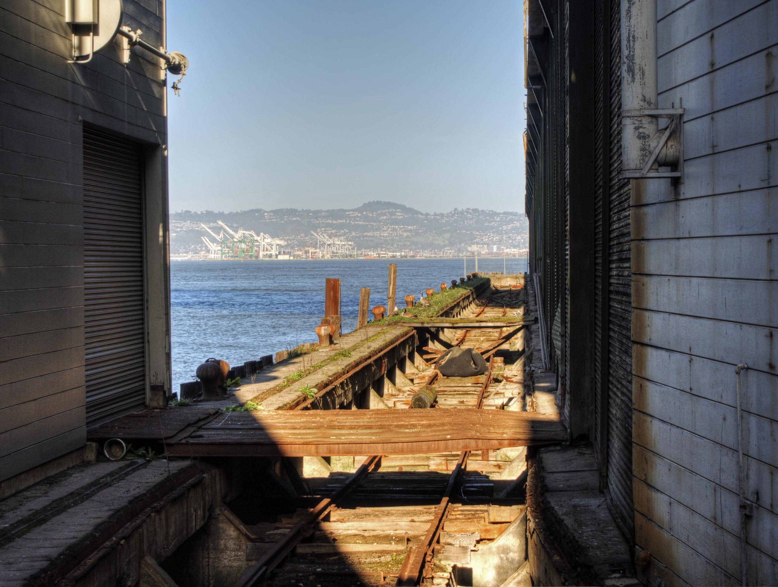 sanfran_pier_train.jpg