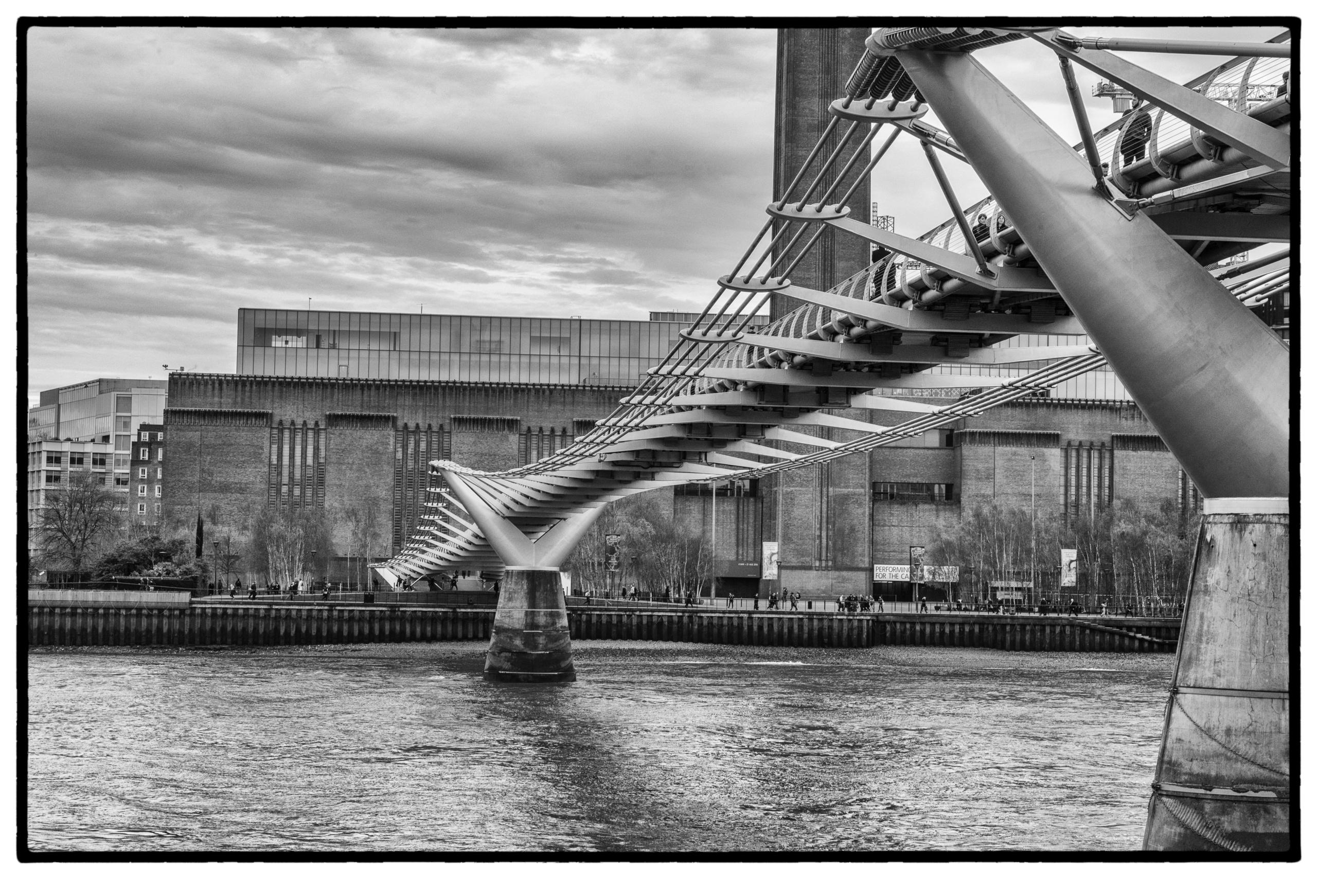Millennium Bridge 002.jpg