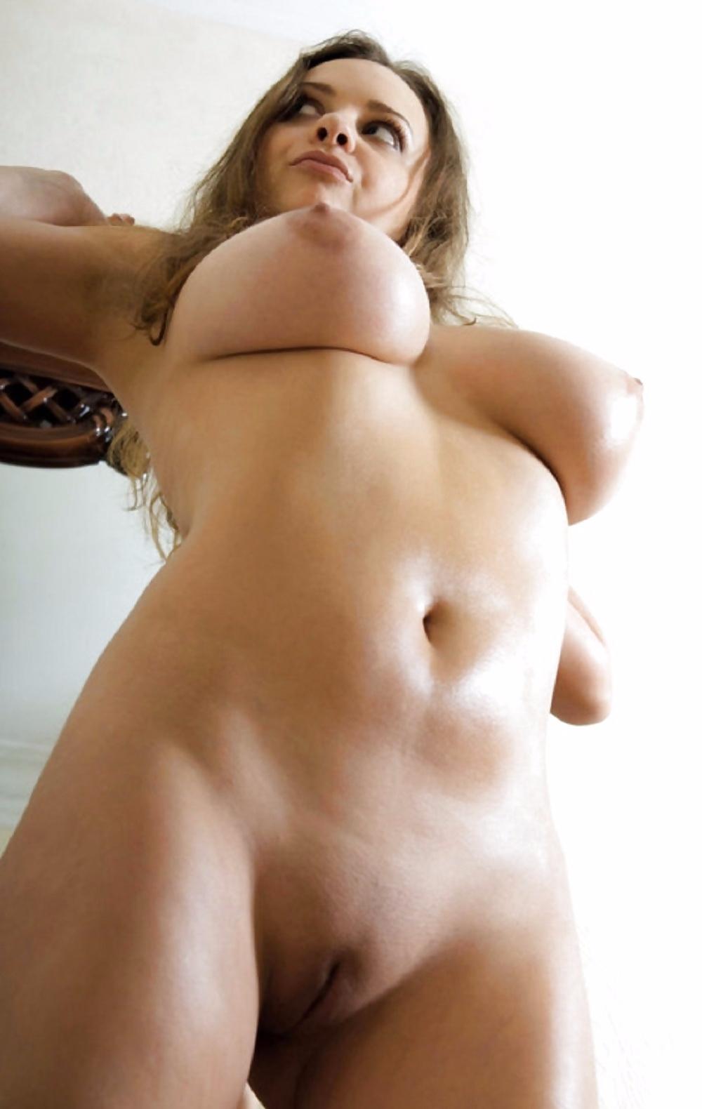 Фото прекрасная телка показала гладкую киску фото 671-715