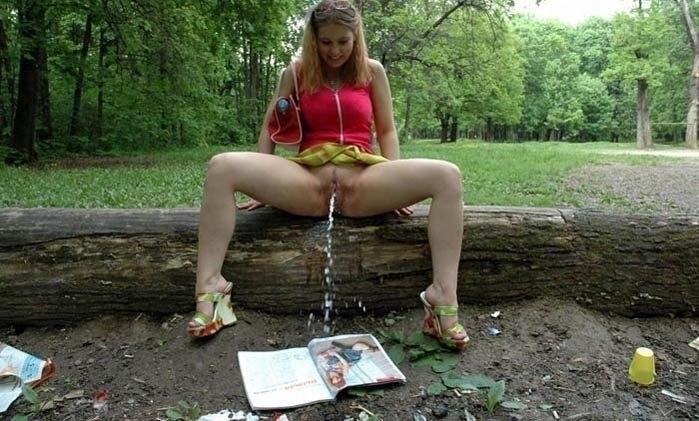 смотреть бесплатно фото девушка писиет